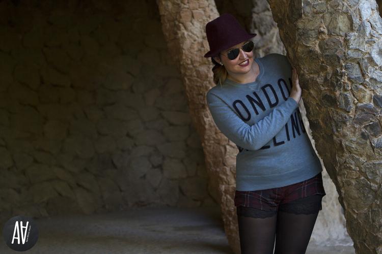 Sudadera con mensaje London Calling de Bellerose Parque Guell. Blog moda y tendencias 3