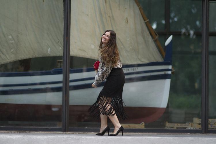 look-falda-de-flecos-y-blusa-hm-studio-aw16-blog-de-moda-14