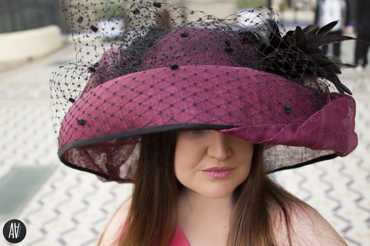 look-con-pamela-xxl-y-vestido-de-matilde-cano-invitada-perfecta-blog-de-moda-y-tendencias-13