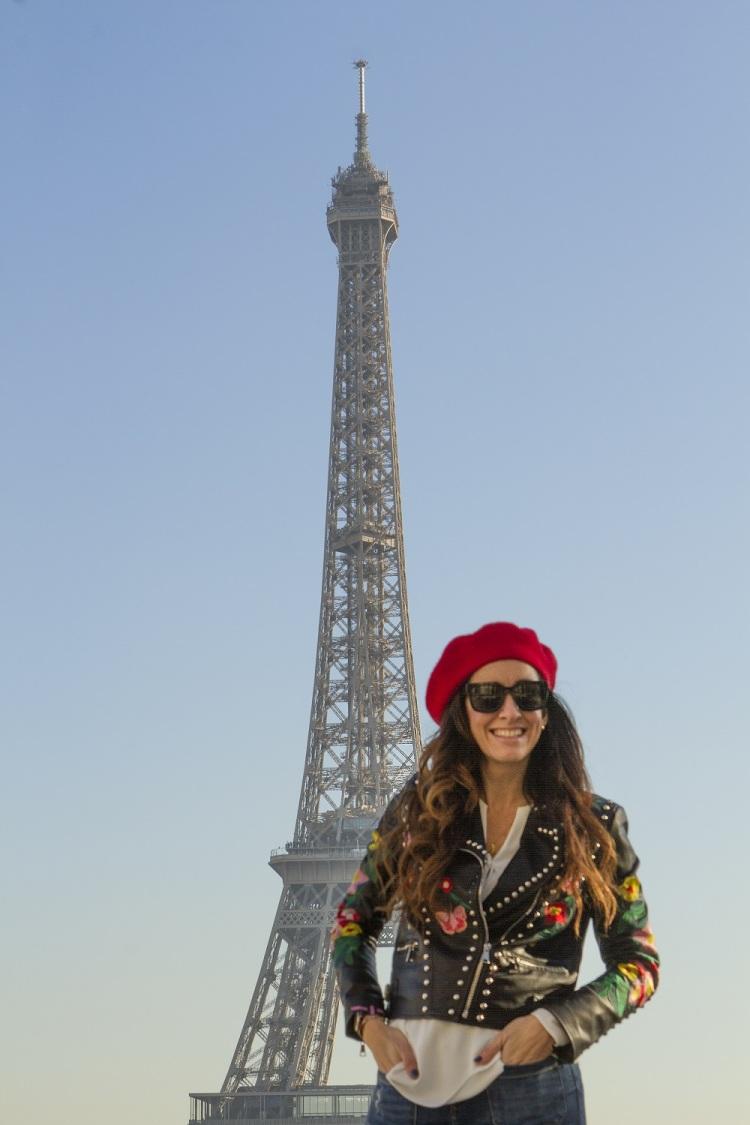 Look con chaqueta hugandclau para viajar a París 6