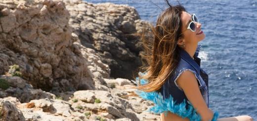 Chaleco tejano de plumas de Tanit Jeans Ibiza Moda Adlib 6 - copia