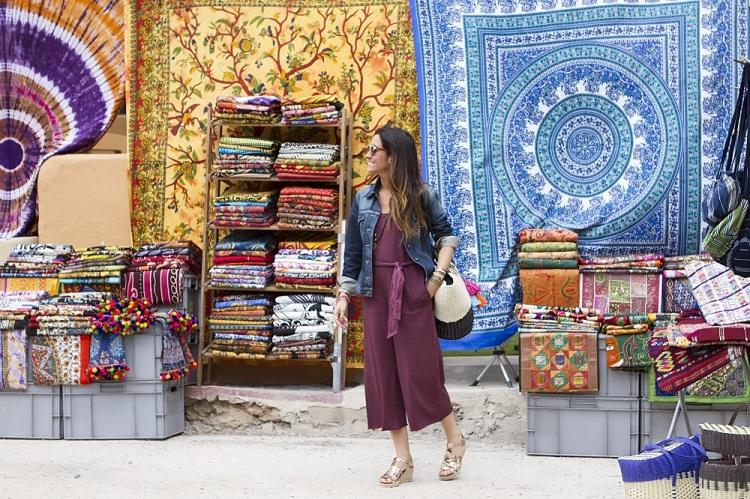 Mono Rojopiruleta en Hippy Market Ibiza 10