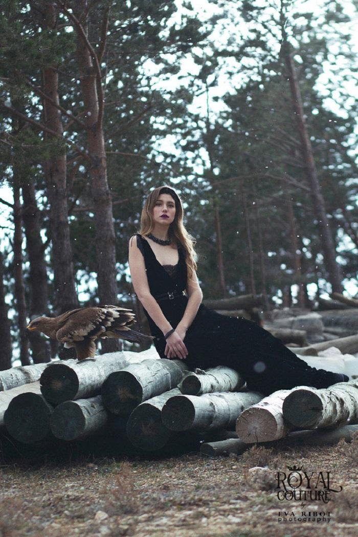 Vestidos de fiesta con plumas inspirados en el cine negro de Royal Couture Trends And Fashion 17