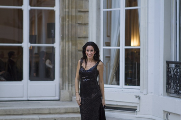 Vestido de noche para una fiesta en París 20